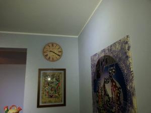 Imbiancatura e pittura con effetto glitter celeste, il glitter è un tipo di vernice molto particolare, dove all'interno si trovano dei frammenti piramidali argentati che riflettono la luce, donando dei giochi di luce unici