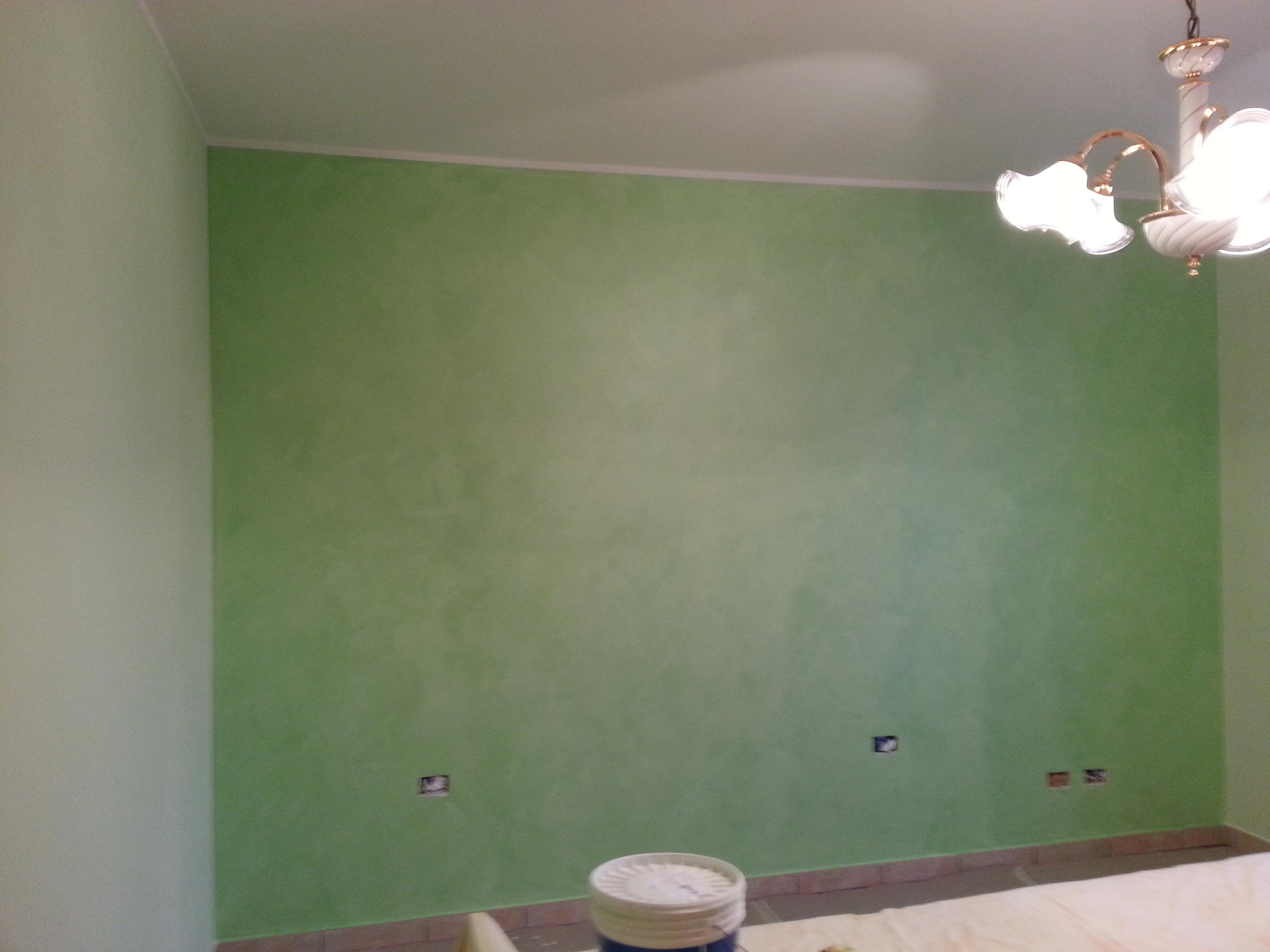 Imbiancatura e successiva decorazione Serika verde