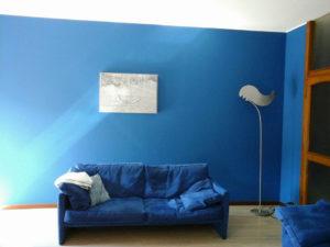 Imbiancatura e decorazione blu brillante, colore freddo e rilassante