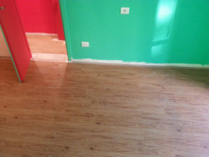 Risultato di stesura laminato o linoleum effetto parquet, ciò e possibile con qualsiasi tipo di laminato su diversi tipi di superficie