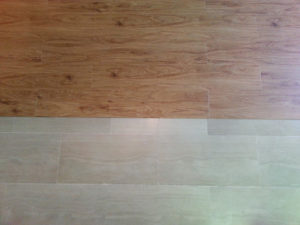 Esempio di applicazione di laminati effetto parquet e linoleum