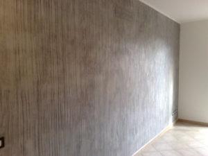 Imbiancatura e successiva pittura effetto legno sbiancato per dare un effetto più caldo e confortevole