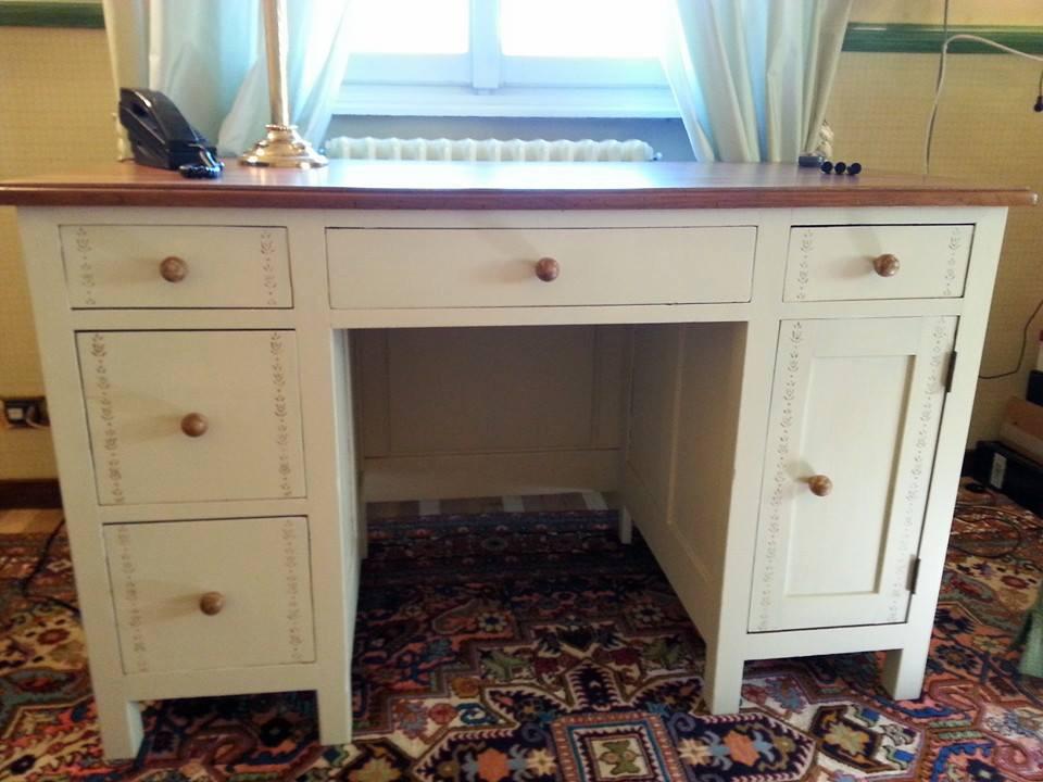 Restauro e ripristino colore per mobili antichi e moderni