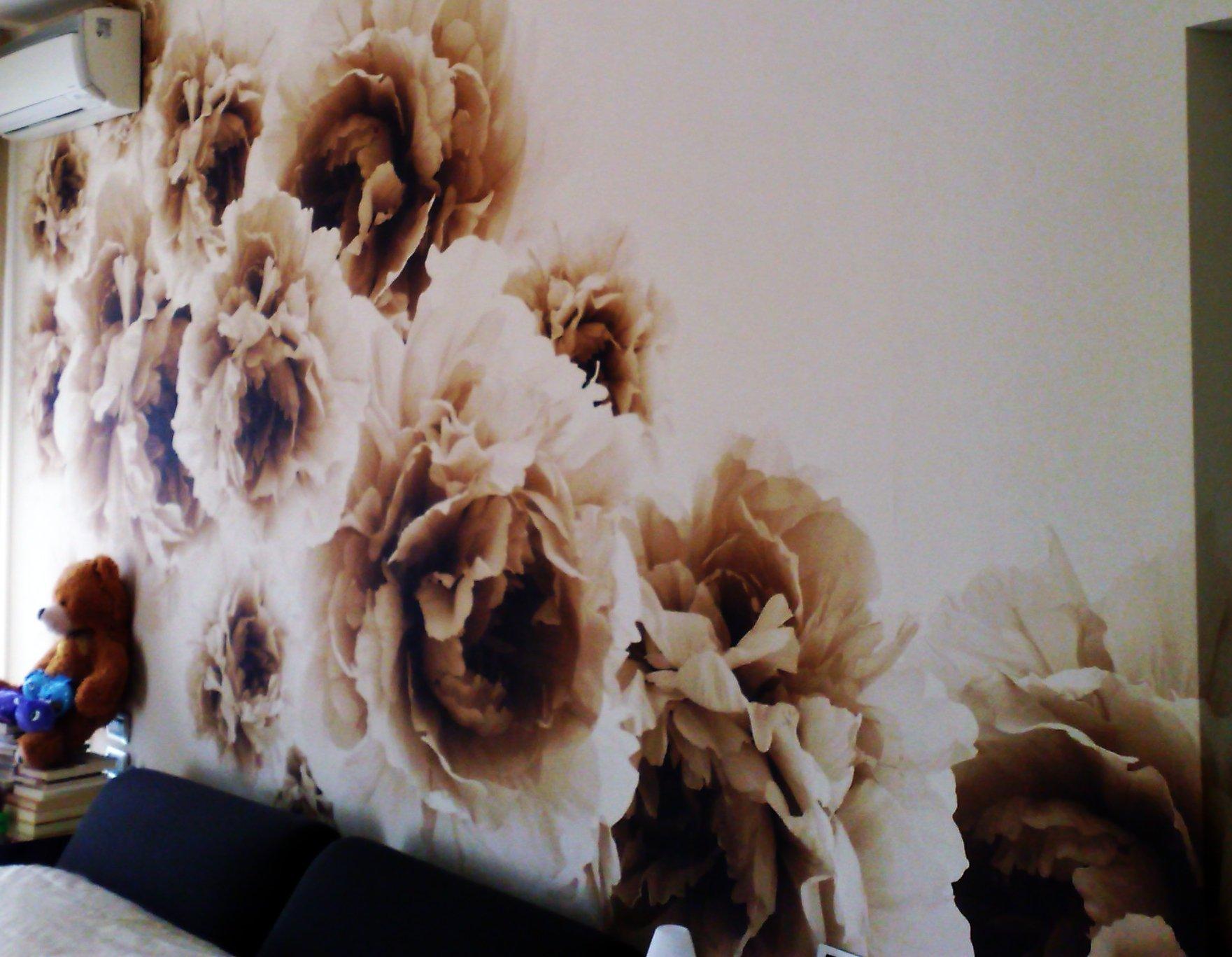 MW Color, disegno floreale attraverso la decorazione murale